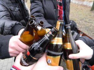 Распитие спиртных напитков возле магазина
