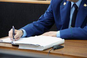 Прокуратура возбуждает уголовные дела