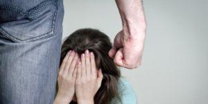 Жена бьет ребенка что делать куда жаловатся