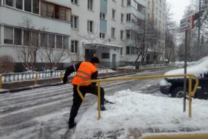 Жалоба на уборку снега во дворе в москве