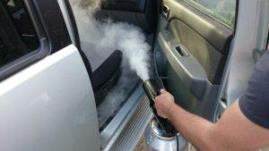 Как убрать неприятный запах из салона автомобиля