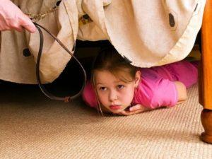 Наказание девушек ремнем в углу